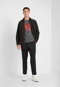 HUGO - DOLIVE - Camiseta estampada - open grey - 1