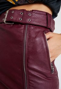 Topshop - HARDWEAR DETAIL - Mini skirt - burgundy - 4