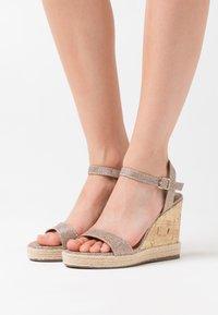 New Look - PERTH  - Sandály na vysokém podpatku - gold - 0