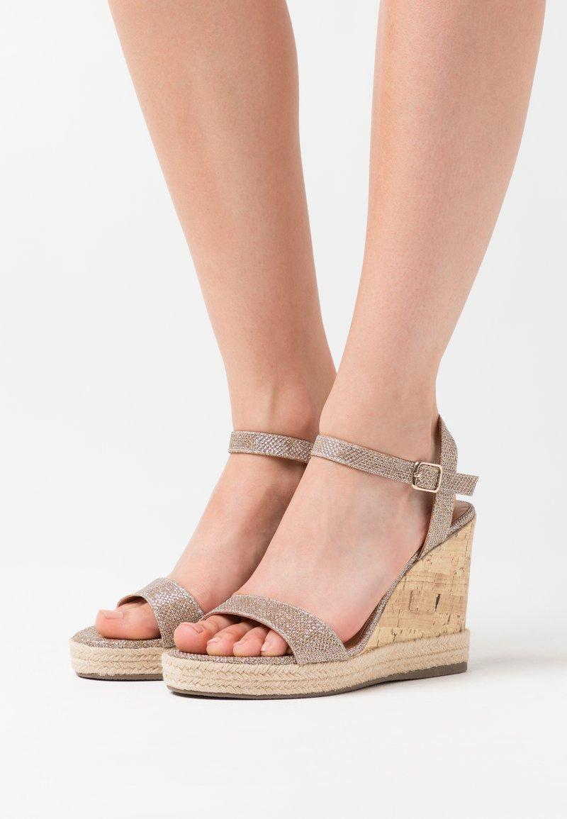 New Look - PERTH  - Sandály na vysokém podpatku - gold