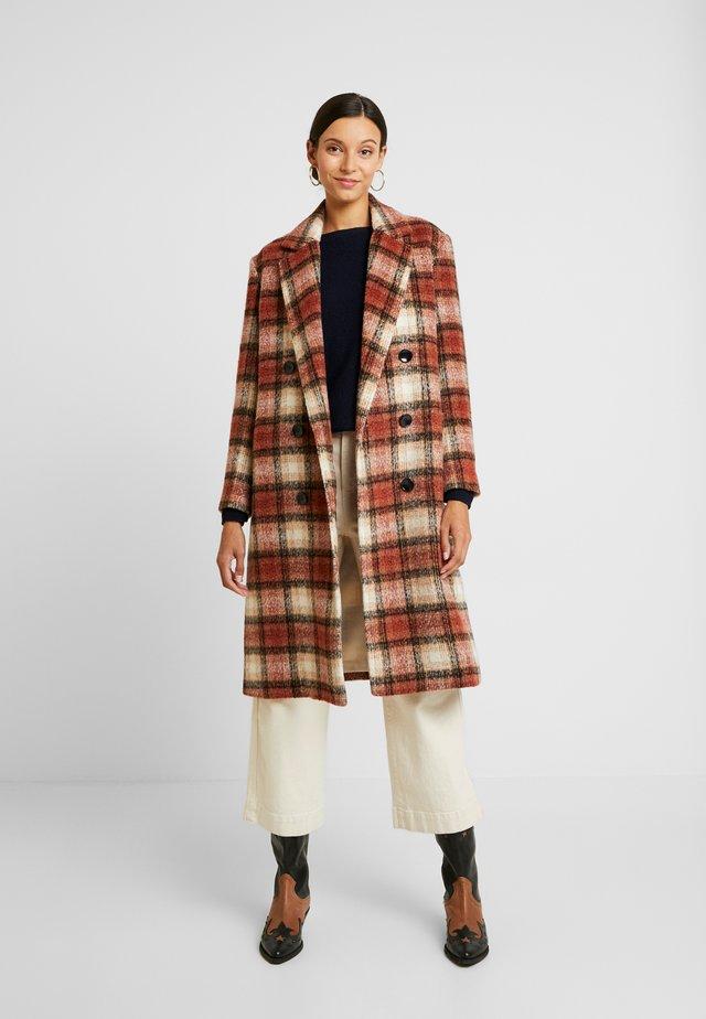 DAY KOMSU - Classic coat - rossetto