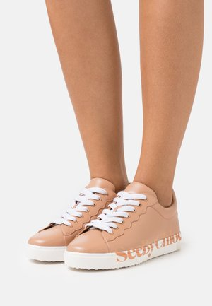 ESSIE - Trainers - open pink