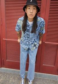 Obey Clothing - FUBAR PLEATED BULL - Straight leg jeans - light indigo - 2