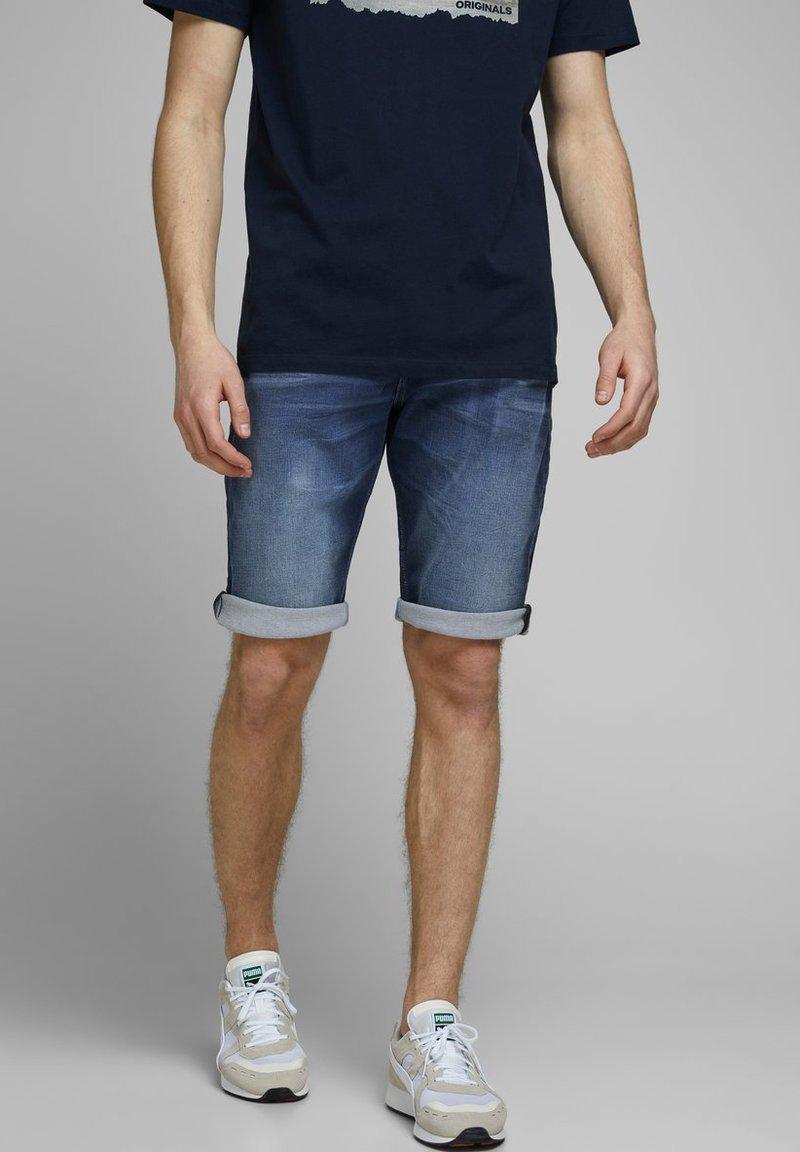 Jack & Jones - REX - Jeans Shorts - blue denim
