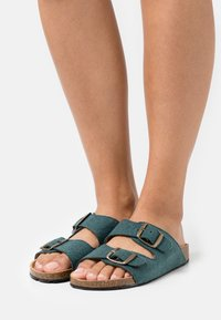 NAE Vegan Shoes - DARCO VEGAN - Klapki - green - 0
