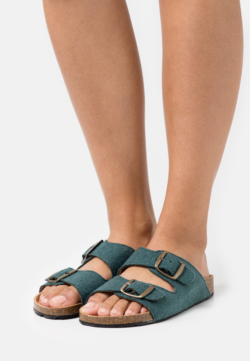 NAE Vegan Shoes - DARCO VEGAN - Klapki - green