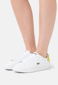 Lacoste - GRADUATE - Baskets basses - white/yellow - 0