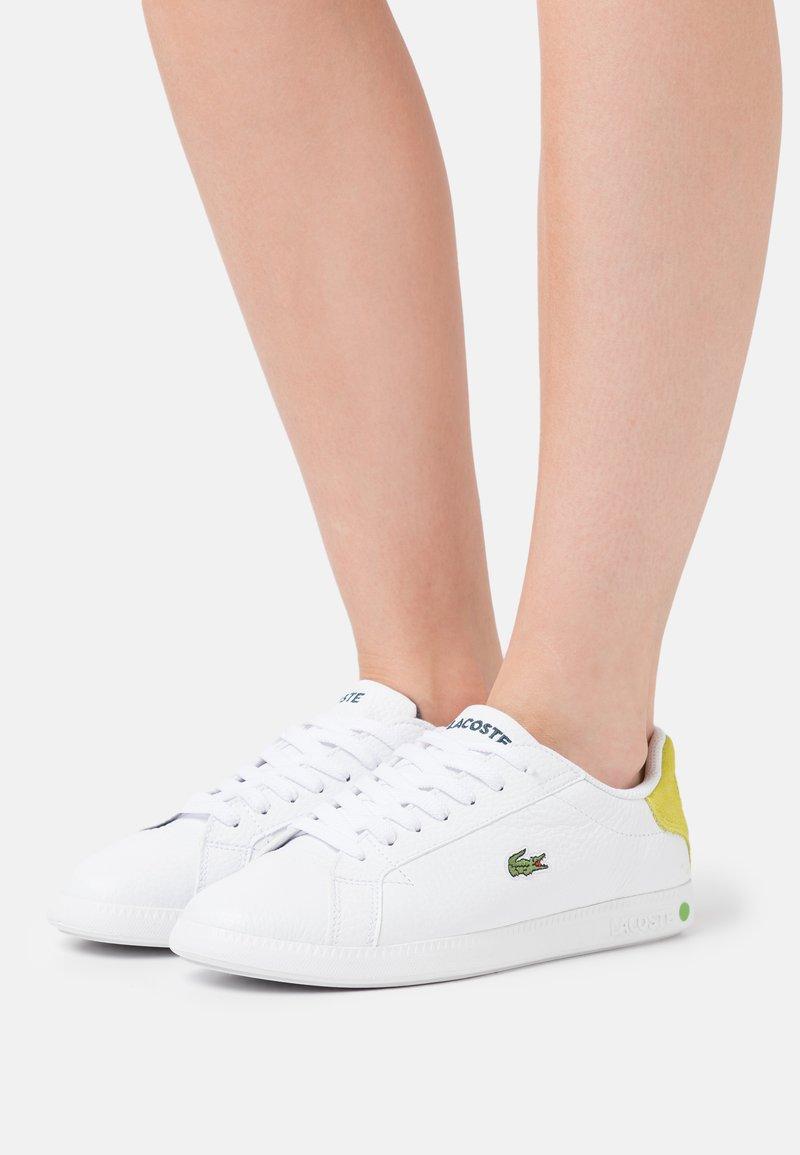 Lacoste - GRADUATE - Baskets basses - white/yellow