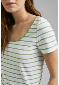 Esprit - TSHIRT DANCER - Print T-shirt - leaf green - 2