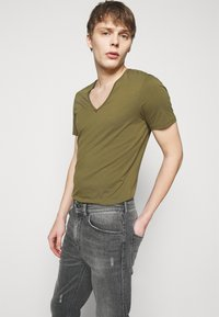DRYKORN - BIT - Jeans Tapered Fit - grey - 3