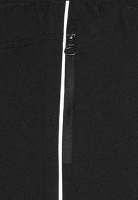 Hi-Tec - SHAWN TRAINING SHORTS WITH UNDER SHORTS - Korte broeken - black - 5