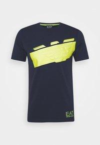 EA7 Emporio Armani - T-shirt con stampa - navy blue - 4