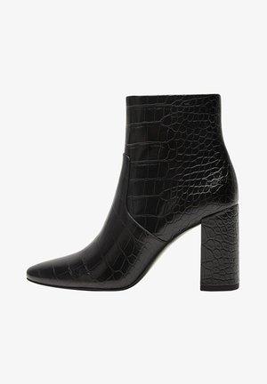 NA PODPATKU DO ŠPIČKY - High heeled ankle boots - černá