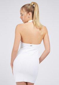 Guess - ADDY CROSSED DRESS - Shift dress - weiß - 2