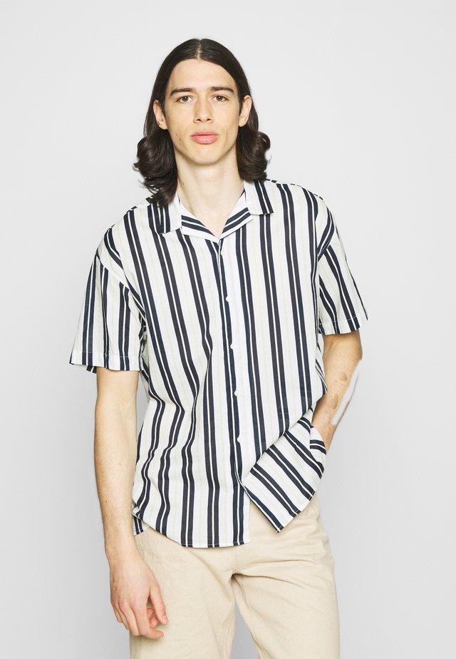 JJGREG STRIPE SHIRT - Skjorter - white