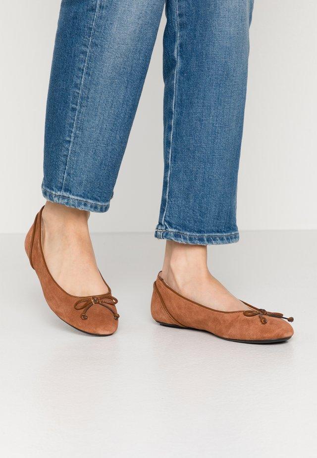 ALYA LEA BOW - Bailarinas - rust brown