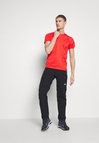 La Sportiva - LEAD - T-shirt z nadrukiem - poppy - 1