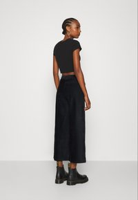 Even&Odd - WIDE LEG CROPPED CORD TROUSERS - Trousers - black - 2