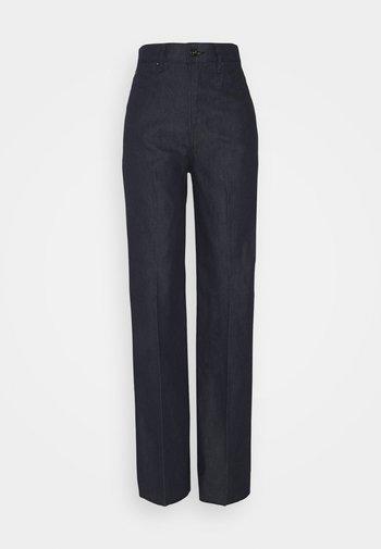 DECK ULTRA HIGH WIDE LEG - Flared Jeans - raw denim
