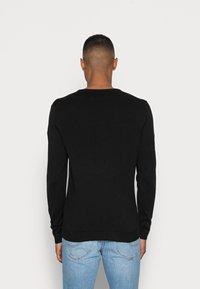 Selected Homme - SLHTOWER CREW NECK  - Stickad tröja - black - 2