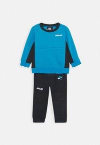 Nike Sportswear - AIR CREW SET - Tracksuit - black/laser blue - 0