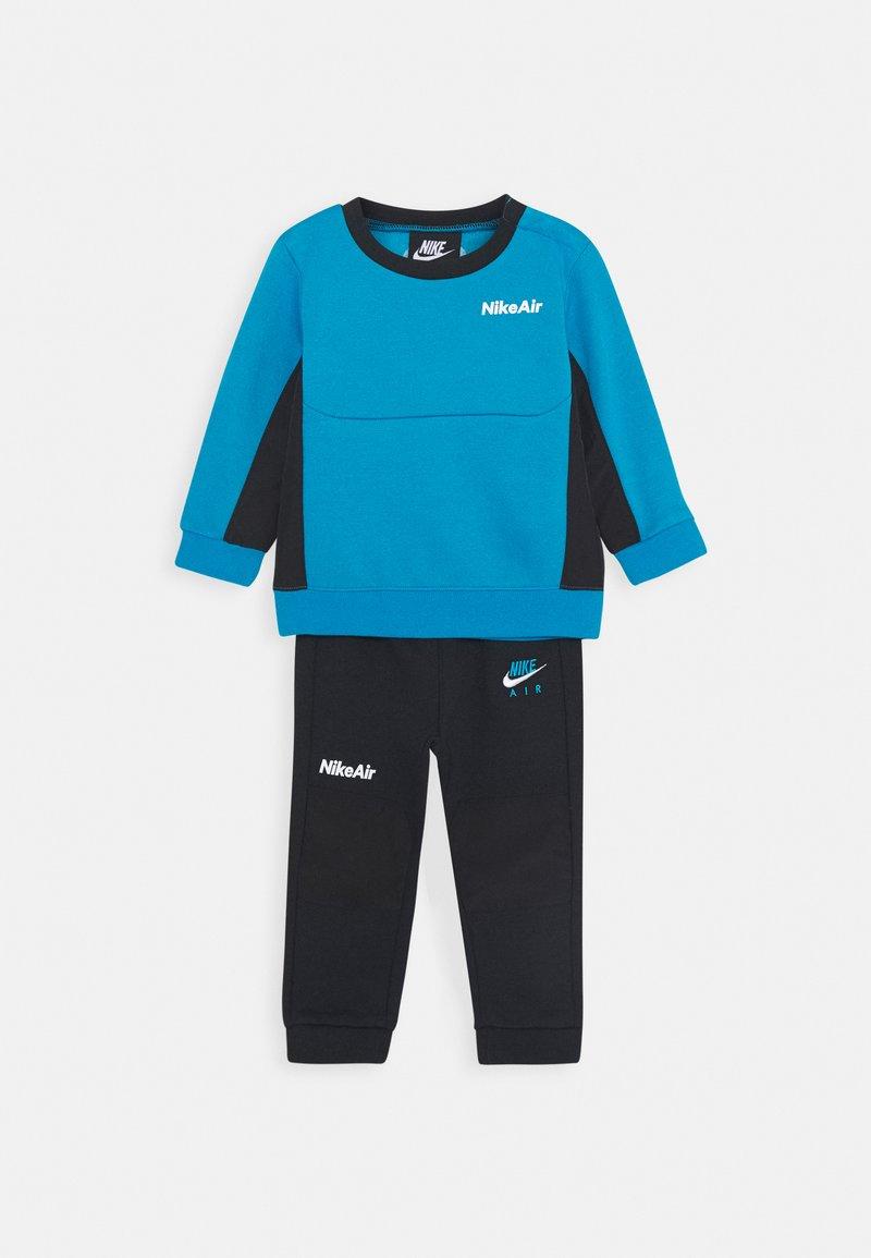 Nike Sportswear - AIR CREW SET - Tracksuit - black/laser blue