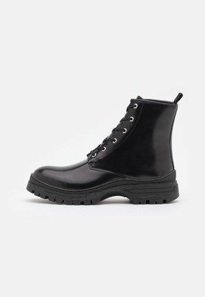 SLHBRODY BOOT - Šněrovací kotníkové boty - black
