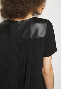 KARL LAGERFELD - DRESS PLEATED BACK - Cocktail dress / Party dress - black - 5