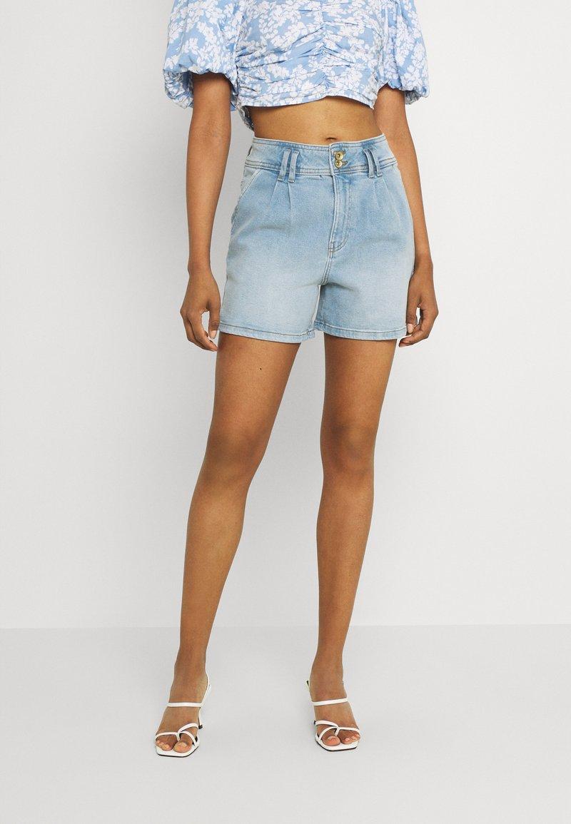 JDY - JDYCARMEN LIFE POCKET - Denim shorts - light blue denim