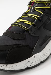 Timberland - RIPCORD LOW SNEAKER - Trainers - black/pink - 5