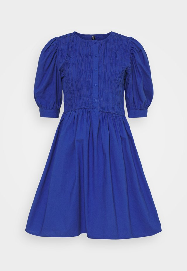 PCTALEAH SMOCK DRESS - Sukienka letnia - deep ultramarine