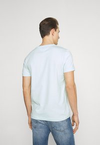 Tommy Hilfiger - CIRCLE CHEST TEE - T-shirt con stampa - oxygen - 2