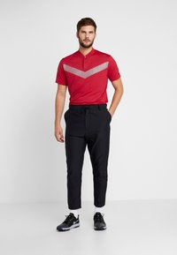 Nike Golf - TIGER WOODS DRY VAPOR REFLECT POLO - T-shirt med print - gym red/black - 1