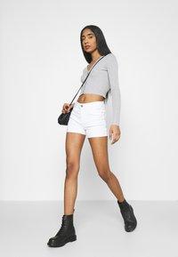 ONLY - ONLROYAL LIFE - Short en jean - white - 3