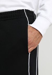 Calvin Klein - LOGO PRINT - Pantaloni sportivi - perfect black - 5