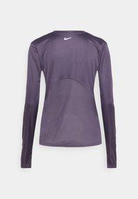 Nike Performance - MILER - Funktionsshirt - dark raisin/silver - 5