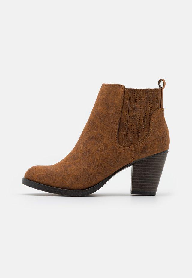 PINTOSY - Kotníková obuv - tan