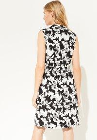 comma - Jersey dress - black floral print - 2