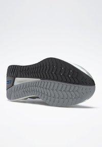 Reebok - FLOATRIDE ENERGY SYMMETROS SHOES - Stabilty running shoes - grey - 2