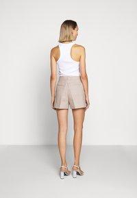 MICHAEL Michael Kors - PLEATED - Shorts - beige - 2