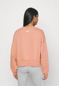 Nike Sportswear - FEMME CREW - Sweatshirt - terra blush/terra blush/orange pearl - 2