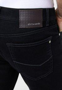 Pierre Cardin - PIERRE CARDIN MODERN FIT JEANS VOYAGE LYON - Straight leg jeans - black - 4