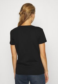 Alpha Industries - NEW FOIL PRINT - Print T-shirt - black/gold - 2