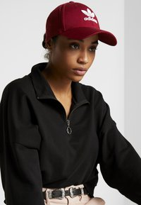 adidas Originals - BASE CLASS UNISEX - Caps - burgundy/white - 1