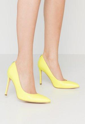 CREW - Lodičky na vysokém podpatku - yellow