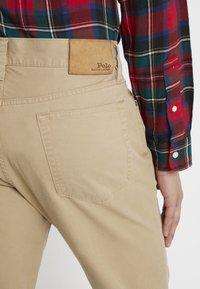 Polo Ralph Lauren - VARICK - Trousers - luxury tan - 5