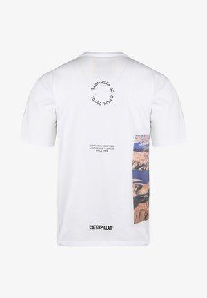 CATERPILLAR CAT HOOVER T-SHIRT HERREN - Print T-shirt - white