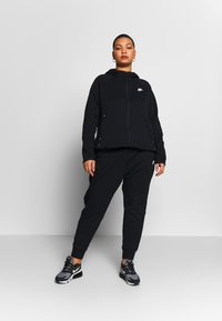 Nike Sportswear - CAPE PLUS - Collegetakki - black/white - 1