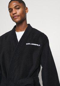 KARL LAGERFELD - LOGO BATHROBE UNISEX - Dressing gown - black - 4