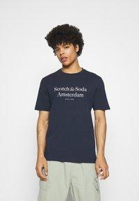 Scotch & Soda - ARTWORK TEE - T-shirt print - navy - 0